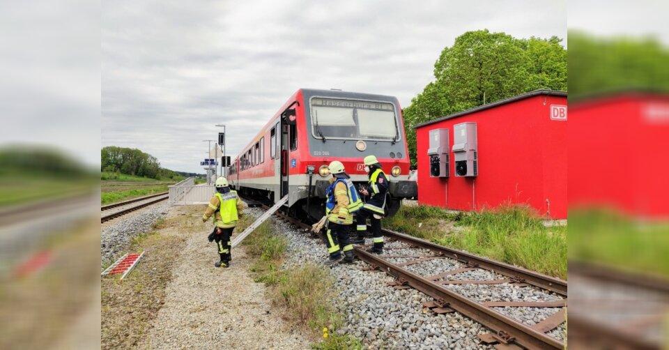 14-Jährige stürzt unter abfahrenden Zug