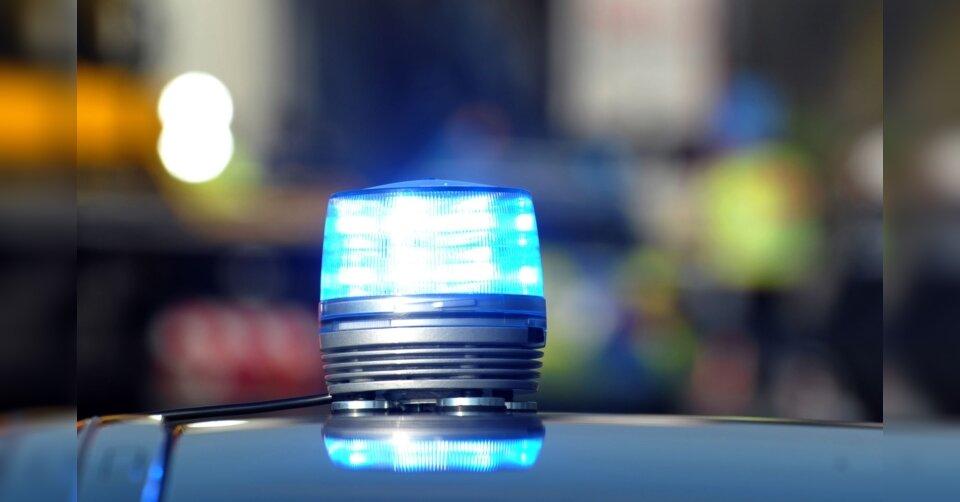2,82 Promille: Autofahrer streift Ampel und Verkehrsschild