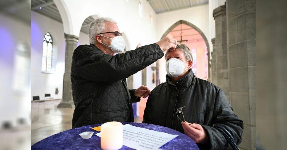 «Aschenkreuz to go»: Beginn der Fastenzeit mit Muffinformen