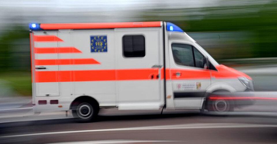 Autofahrer erleidet Herzstillstand und verursacht Unfall