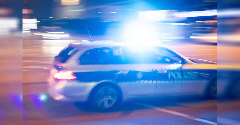 Autofahrer flüchtet: Zwei Tote und fünf Verletzte