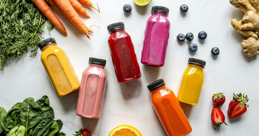Eine gesunde und ausgewogene Ernährung mit reichlich Vitaminen und antioxidativen Nährstoffen trägt viel zu einem ausgeglichenen Hautbild bei