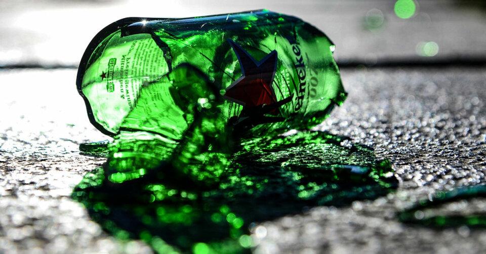 Betrunkener schlägt mit Bierflasche zu