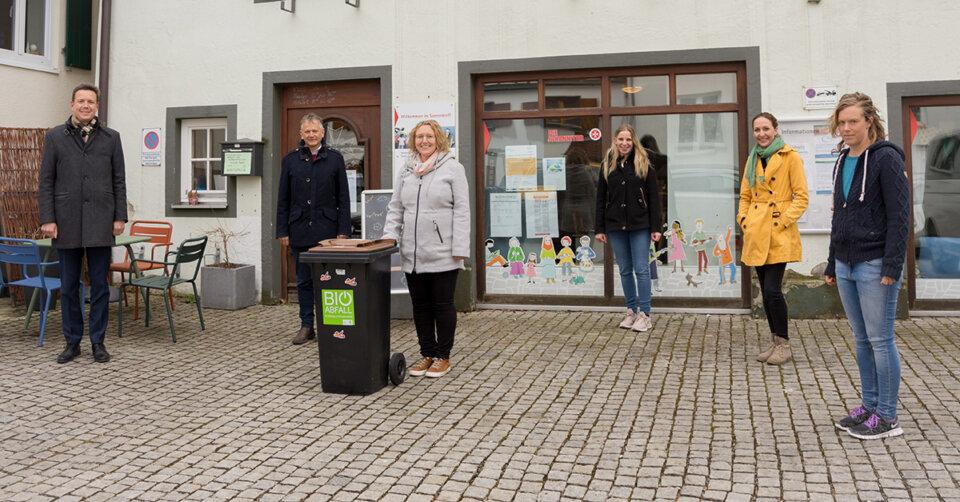 """Beitrag zum Klimaschutz: Landkreis übergibt kostenlose Biotonne an den """"Fairteiler"""""""