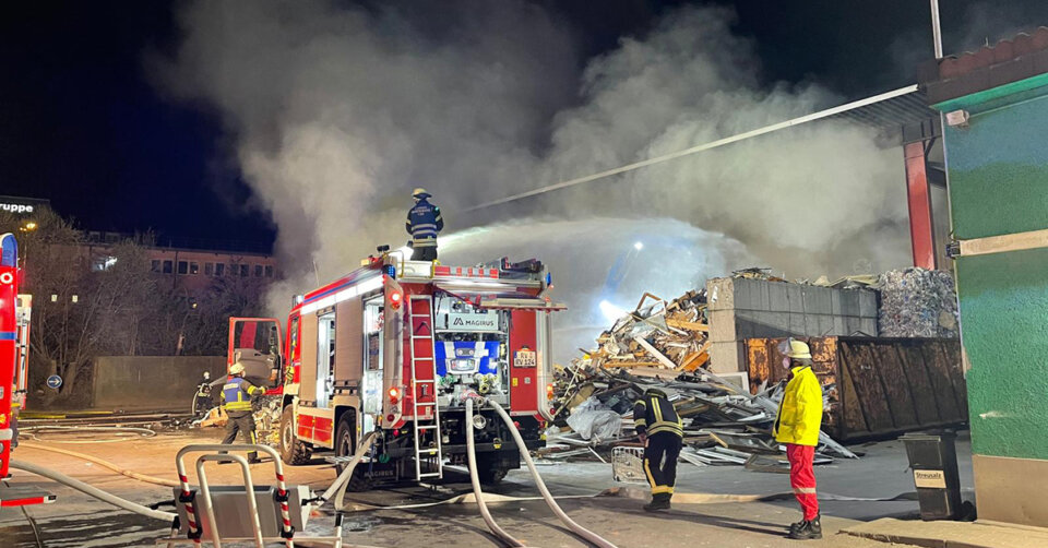 EILMELDUNG: Brand bei Entsorgungsunternehmen in Ravensburg