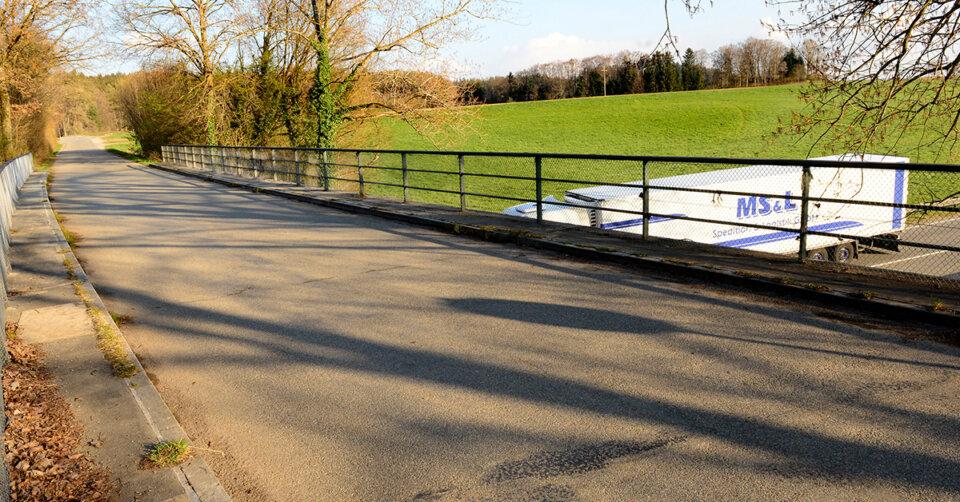 Brücke über die B 30 Richtung Tannenbühl bis September gesperrt