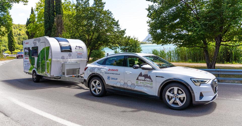 Neues vom Caravan-Markt: Wohnwagen mit E-Antrieb von Dethleffs aus Isny fährt im Praxistest über die Alpen