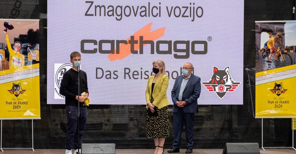 Schlüsselübergabe: Tour-de-France-Gewinner Tadej Pogačar bekommt sein neues Carthago Domizil feierlich übergeben