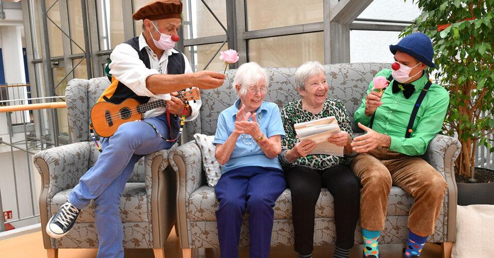 Ravensburger Clowns im Wohnpark St. Franziskus: Clown-Duo begeistert Seniorinnen und Senioren