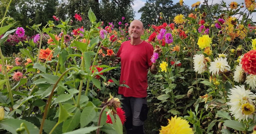 Der gelernte Graphiker und leidenschaftliche Gärtner Stefan Seufert ist seit 2002 Initiator, Herz und Kopf der Lindauer Dahlienschau. Der Erfolg blieb trotz harter Arbeit nicht aus