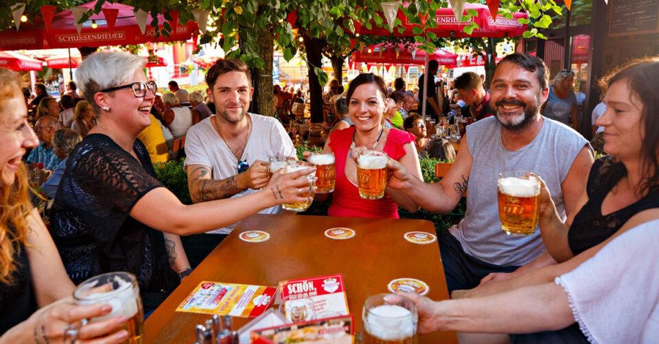 Lederhose, Dirndl, Musik, Fassbier und Schmankerl: Auf zum Schussenrieder Oktoberfest!