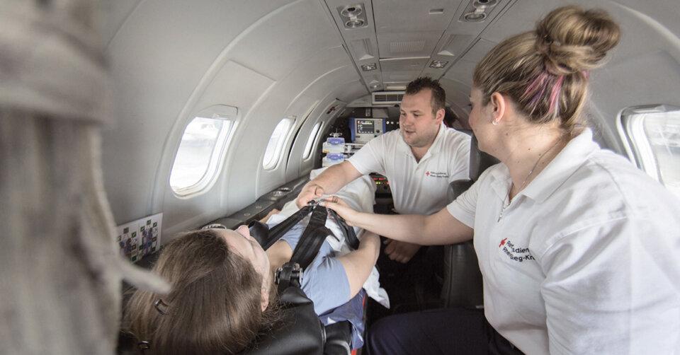 DRK Flugdienst hilft DRK-Fördermitgliedern und deren Ehepartnern