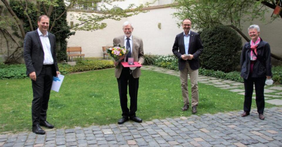 Klaus P. Schäfer erhält die Staufermedaille in Gold