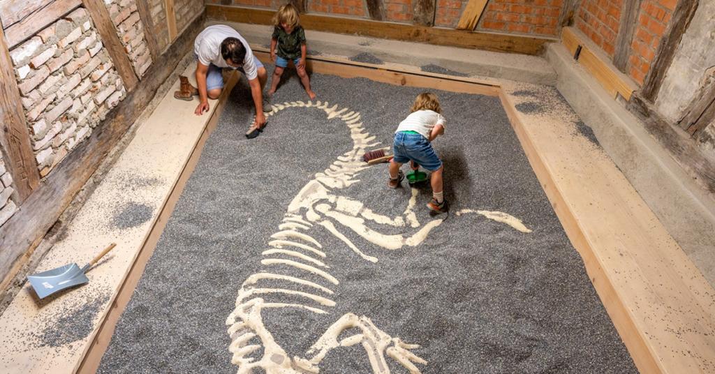 Das Ausgrabungsfeld für Kinder weckt die Abenteuerlust