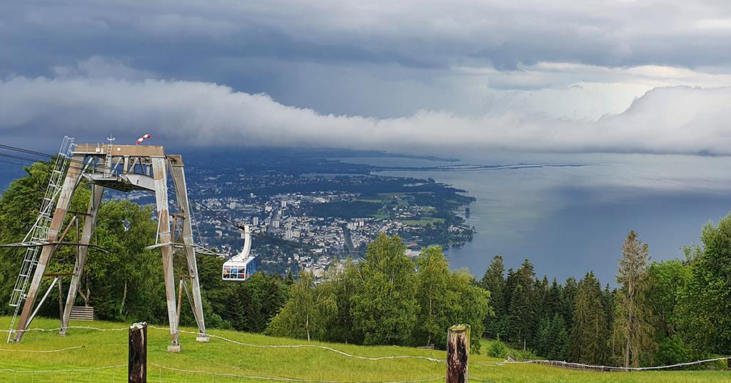 Der Pfänder gehört zu den Allgäuer Alpen und liegt am Ostende des Bodensees.