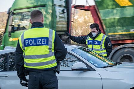 Mit falschen Papieren zum Familienbesuch: Bundespolizei beschlagnahmt gefälschte Dokumente