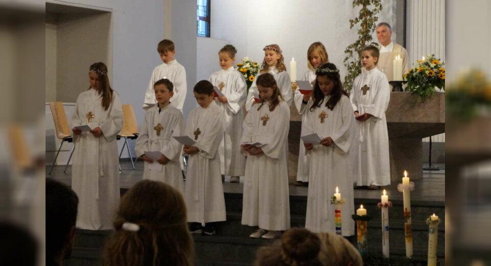"""""""Brückenbauer"""" – 21 Kinder feiern in St. Maria Erstkommunion"""