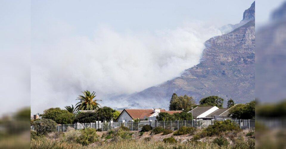 Flammen zerstören Flächen des Tafelbergs in Kapstadt