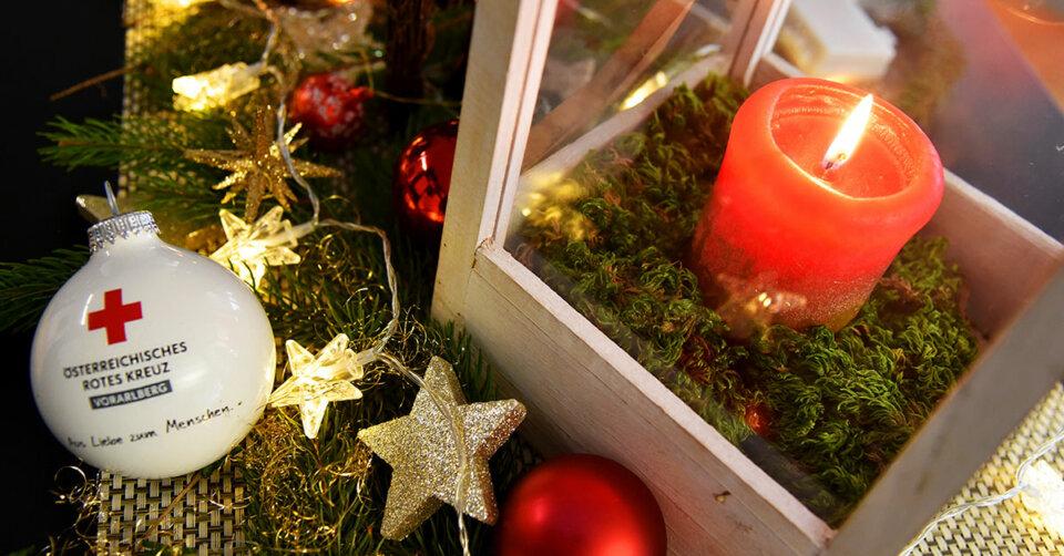 Das Symbol des Friedens leuchtet am 24. Dezember an vielen Rotkreuzstellen