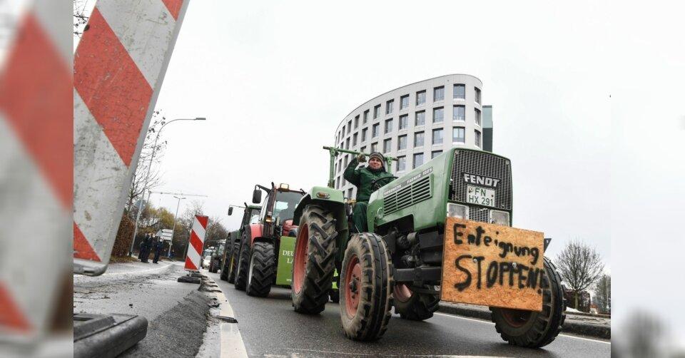 Friedrichshafen: Traktor-Protest gegen Insektenschutzgesetz