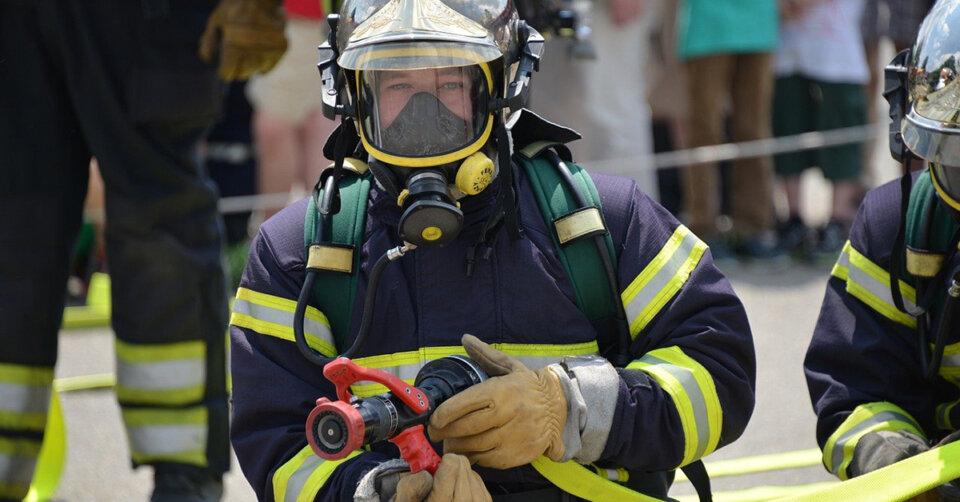Verletzungen bei Brand: Haus in Flammen