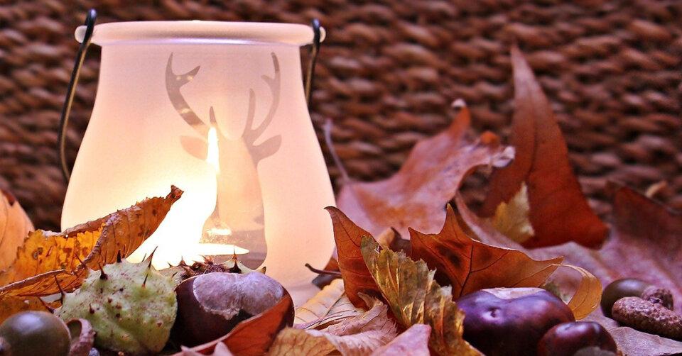 Gemeinsam Herbstdekorationen basteln
