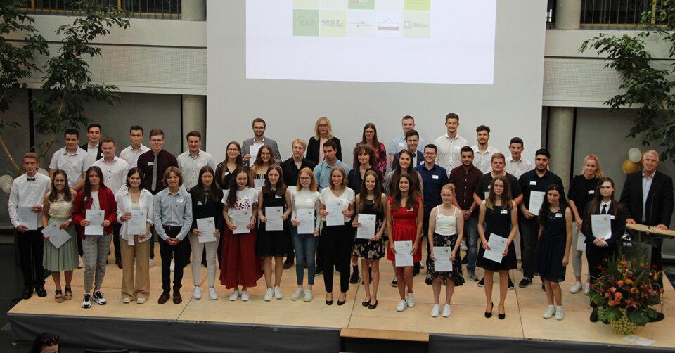 48 Preisträgerinnen und Preisträger geehrt: Hilde-Frey-Stadtschulpreis für 28 mal 1,0