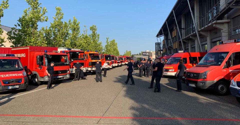 Feuerwehren und Straßenbauamt aus der Region im Hochwassergebiet