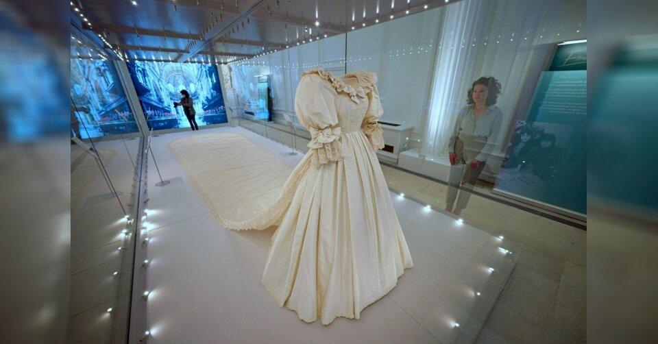 Hochzeitskleid von Diana im Kensington-Palast zu sehen