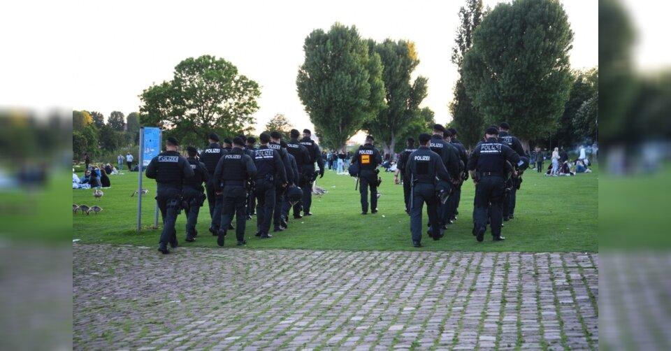 Hunderte feiern in Heidelberg: Angriffe auf Polizei