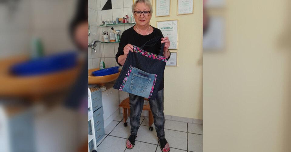 Inge Meister will mit Taschenverkauf den Flutopfern helfen