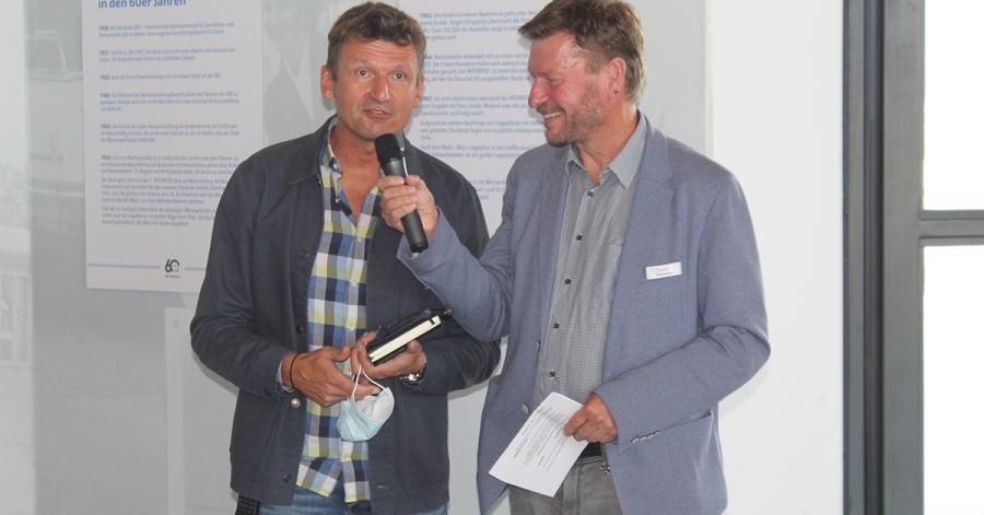 Interboot-Projektleiter Dirk Kreidenweiß im Gespräch mit dem Moderator des Presserundgangs, dem Journalisten Andreas Kling