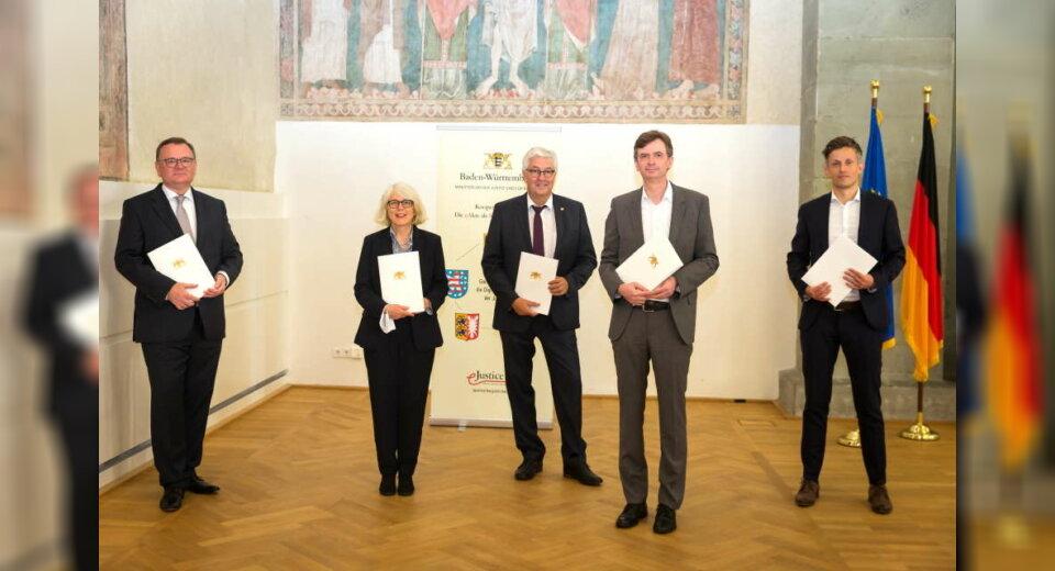 Unterzeichnung am Rande der Herbstkonferenz der Justizstaatssekretärinnen und Justizstaatssekretäre in Konstanz