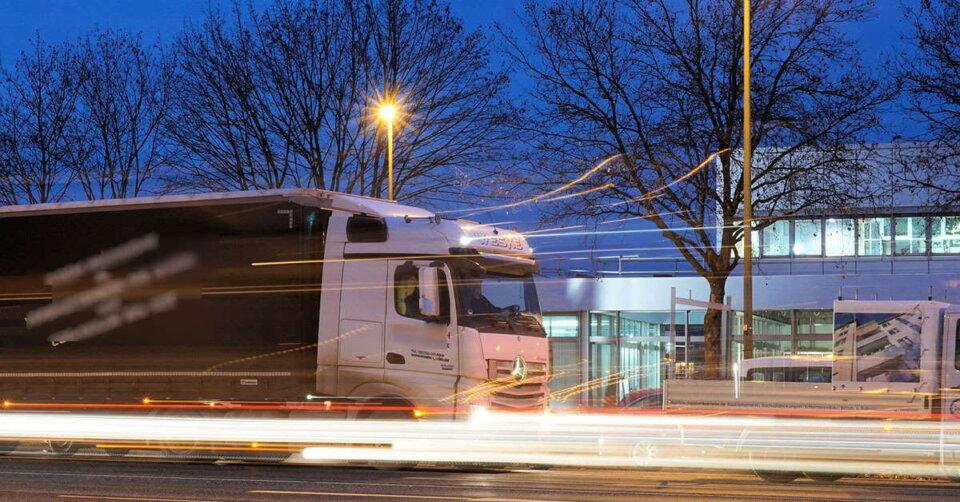 Sekundenschlaf: LKW-Fahrer nickt am Steuer ein