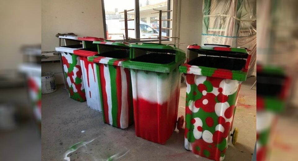 Bunte Mülleimer für mehr Sauberkeit in der Stadt