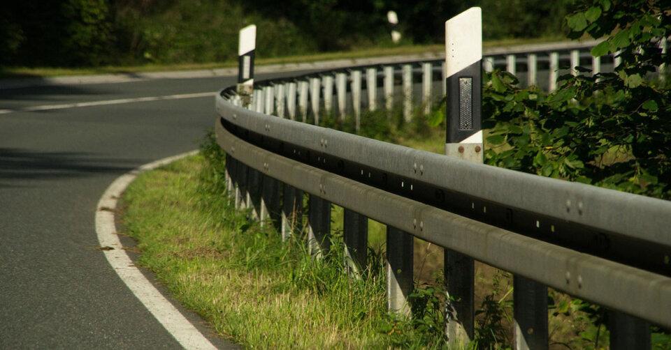 Unfall im Rohrach: Motorradfahrer prallt gegen Leitplanke