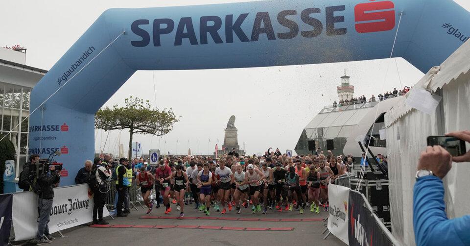 Kosgei und Kaiser gewinnen den 3-Länder-Marathon