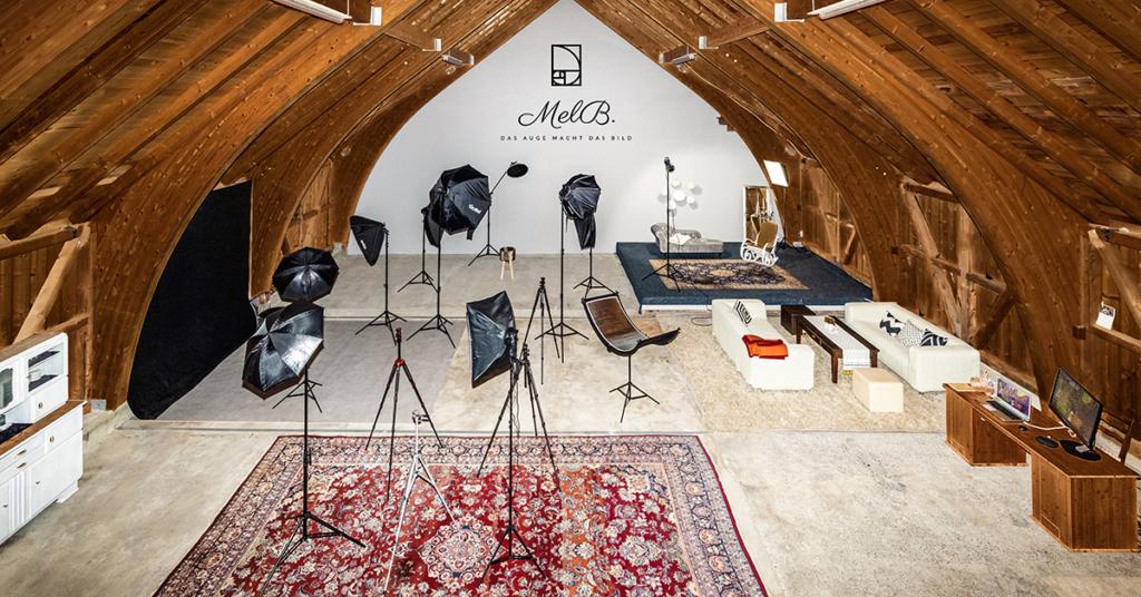 Ein altes Bauernhaus wurde in ein lebendiges Studio verwandelt, damit ging ein Traum für Melanie und ihren Partner Jürgen in Erfüllung.