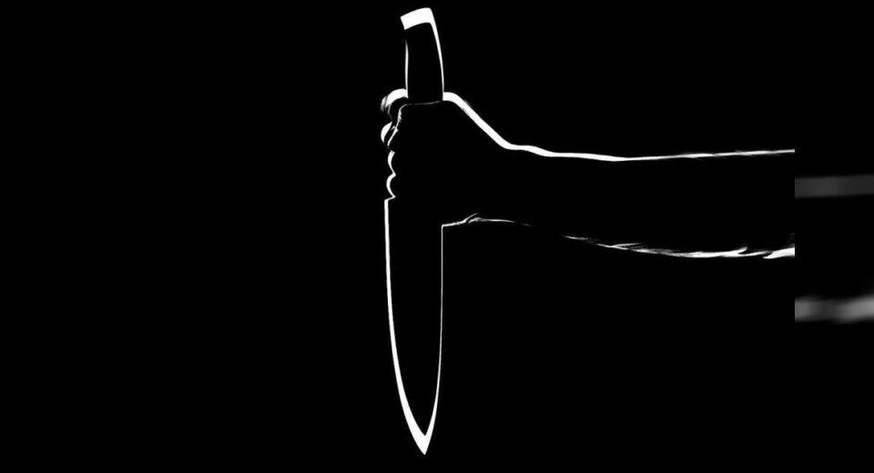 Frau verletzt Mann mit Messer