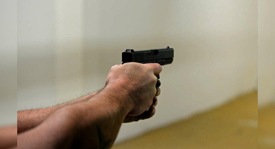 Einbrecher schießt mit Schreckschusswaffe in die Luft