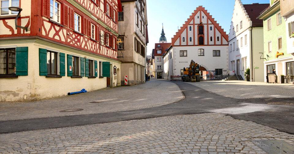 Altstadt für Alle: Die Arbeiten machen Fortschritte – Mobilitätsband teils noch mit schwarzem Asphalt