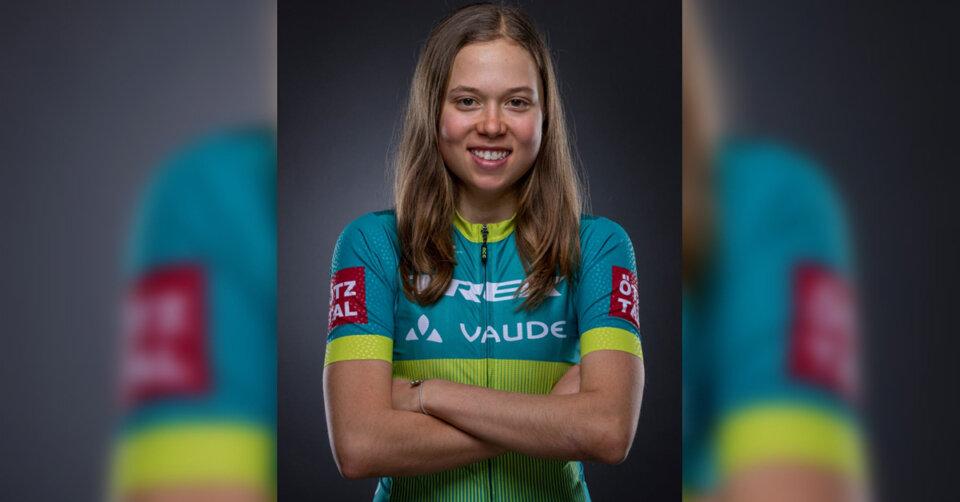 Mona Mitterwallner zeigt der Konkurrenz das Hinterrad