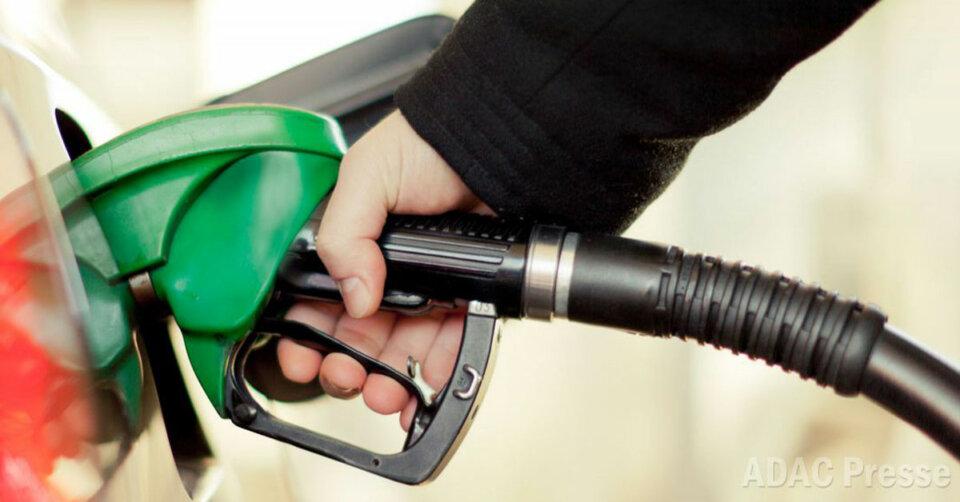 Tanken im Februar spürbar teurer: Beide Kraftstoffsorten um 4,3 Cent je Liter teurer als im Januar