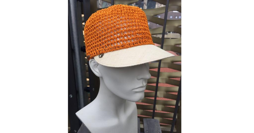 Eine Cap mit gehäkeltem Kopfteil