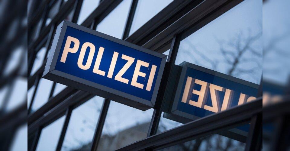 Polizei kontrolliert Gruppe ohne Masken: Angriff, Festnahmen