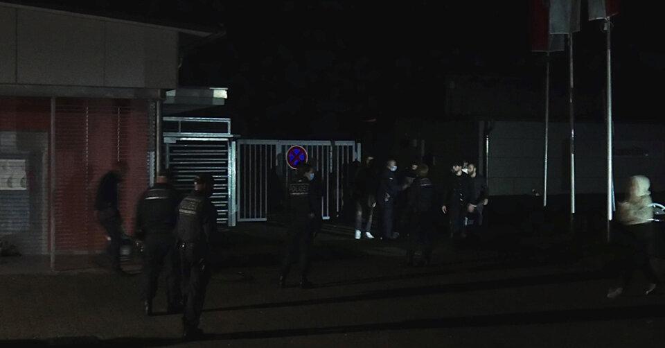 Großes Polizeiaufgebot beendet Party am Freibad