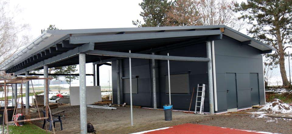 Außen- und Innenarbeiten an neuer Verkaufshütte weit fortgeschritten