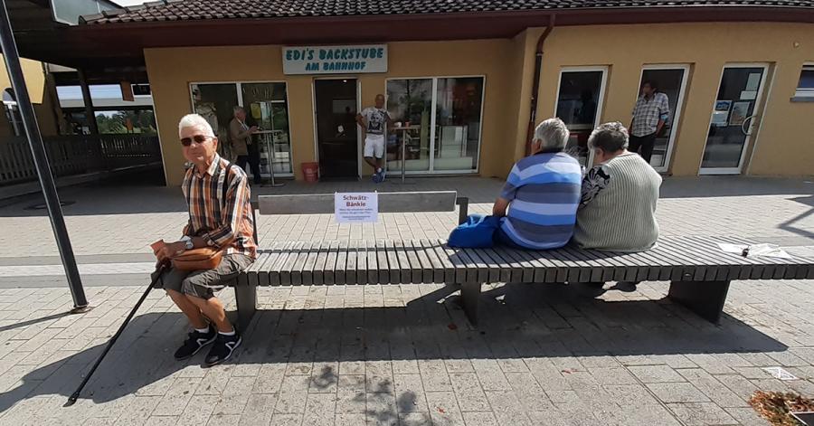 Viele weitere Schwätzles-Bänke in Aulendorf und seinen Teilorten werden als Anregung zum Rausgehen und für Unterhaltungen noch gekennzeichnet