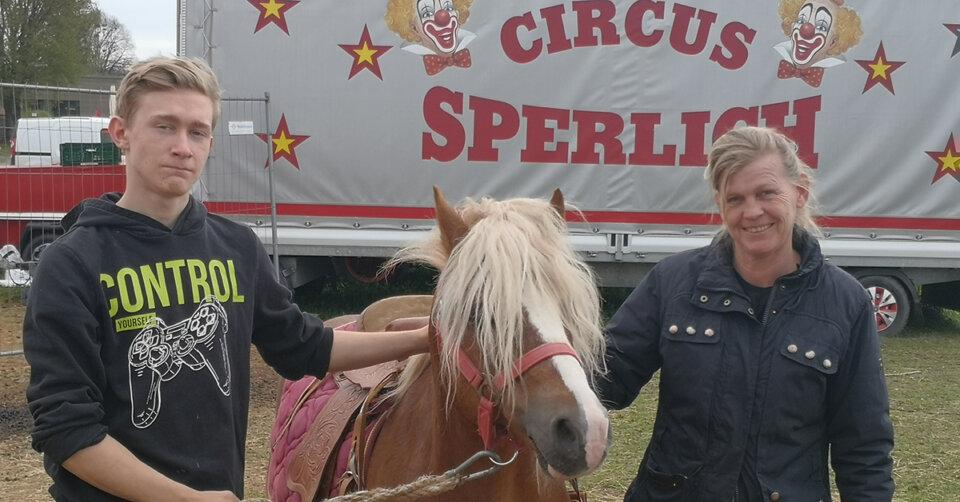 Ponyreiten beim Zirkus Sperlich in Baindt: Gutes tun und dabei Spaß haben