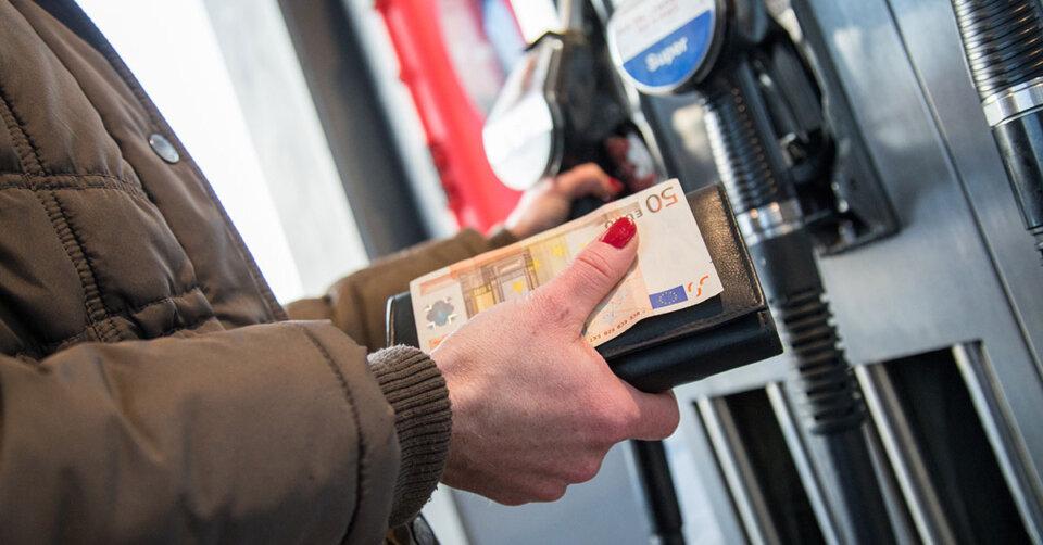 Lockdown, Wintereinbruch und CO2-Steuer: Spritpreise explodieren